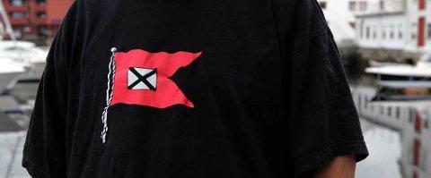KAMP OM FLAGGET: Den folkelege Fylkesbaatane-aksjonen har ført til at Fjord 1 formelt har sikra seg eineretten til å bruke dette flagget.