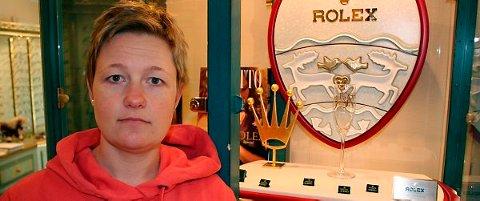 Alle de dyreste klokkene fra Rolex og Omega ble stjålet under onsdagens innbrudd hos urmaker Saastad i Storgata. ? De er verdt rundt én million, sier daglig leder Cathrine Saastad.