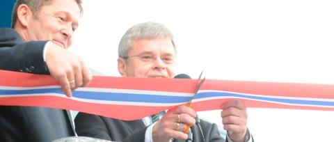 Coop-sjef Lars Arve Jakobsen og ordfører Ole-Henrik Hjartøy stod for den offisielle åpningen av nye City Nord
