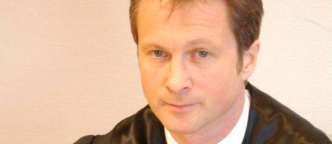 - MÅ BØTLEGGES: Politiadvokat Olav Markussen la ned påstand om at 51-åringen som drepte leieboerens katter må betale en bot på 6000 kroner, et beløp også retten landet på.