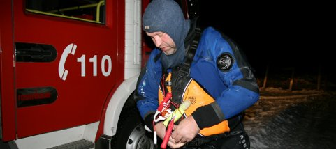 Audun Jordal fra Odda brannvesen var med på redningsaksjonen igår, lørdag. Men letemannskapene lykkes ikke i å finnen mannen som trolig har gått gjennom isen på skøytetur.