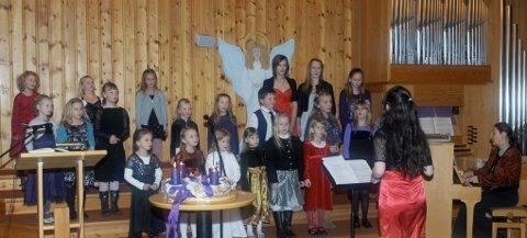 Barnekoret satte alle i god julestemning i Myre kirke.