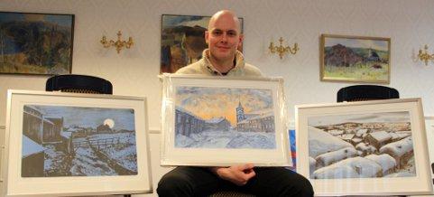 Litografier: Christer Tamnes Tronsmed med tre litografier som en spesiallaget for utstillinga Kunst i Bergstaden. (Foto: Jon Høsøien)