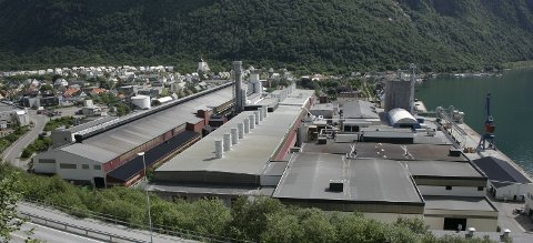 Den nye fabrikken skal stå på C-halltomta i Høyanger.