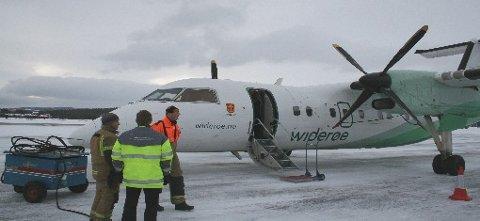 Widerøe har igjen tatt over rutetrafikken mellom Oslo og Røros. Mannskapene fra Røros Flyservice tok imot Dash 8-flyet.