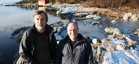 Magne Hovland og Jan Henrik Nygård på Sørstrand i vinter.