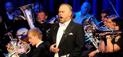 Anders Vangen skal være med på begge nyttårskonsertene i Sentrumsgården i januar. Her fra forrige nyttårskonsert.