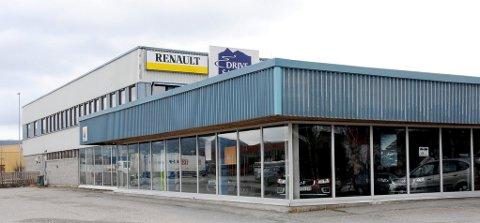 FLERE INTERESSENTER: John Harald Jorkjend forteller at flere er interessert i dette bygget etter konkursen til Bilhuset Tynset AS.FOTO: ERLAND VINGELSGÅRD