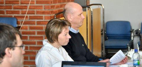 LYTTET: Styreleder Bente Mejdell og sykehusdirektør Morten Lang-Ree lyttet til de mange innspillene under styremøtet i Sykehuset Innlandet mandag.