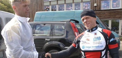 Nummer to igjen, Hugo Strand Rana sykkelklubb, gratulerer Tom Eriksen, MOC med seieren.