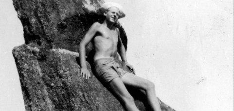 Thor Heyerdahl får hard medfart i ny bok fra svensk forsker. Der kommer det frem påstander om rasisme og sexisme. Her er Heyerdahl fotografert på Påskeøya. (Foto: Privat)