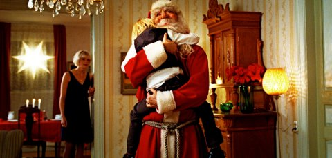 ENDELIG: Her har nissen kommet hjem til jul.