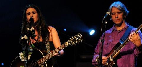 Artisten Ida Jenshus ga sin personlige tolkning av to av Dylans sanger.
