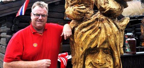 KULTURPRIS: Knut Granli får kulturprisen i Sel kommune for 2011. Gjennom mange år har han lagt ned ein solid innsats for lokalsamfunnet med utgangspunkt i butikken sin Sjoa mat og bensin.
