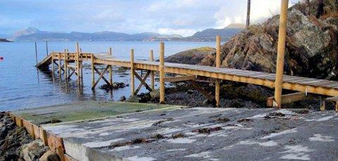 Ulovlig: Det er denne brygga rådmannen i Tingvoll innstiller på blir fjernet. Foto: Tingvoll kommune