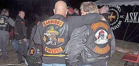 NÆRMERE BANDIDOS: Flere medlemmer av motorsykkelklubben Shaman i Porsgrunn har nå blitt medlemmer av Compadres i Drammen. Shaman-medlemmene kom formelt inn i Compadres i høst under en større fest som ble holdt utendørs et sted på Østlandet.