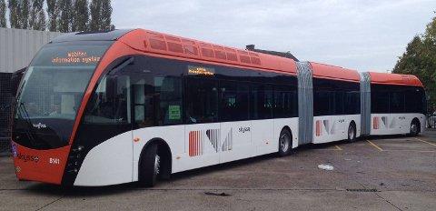 Den 24 meter lange bussen settes inn på busslinje 9 fra Festplassen til Kronstad på mandag.