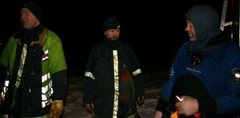 REDNINGSMANNSKAP. Svein Gunnar Vintertun(t.v), Salm Sjurstræ og Audun Jordal rykket ut til Sandvinsvatnet for å redde mannen som trolig har gått gjennom isen.