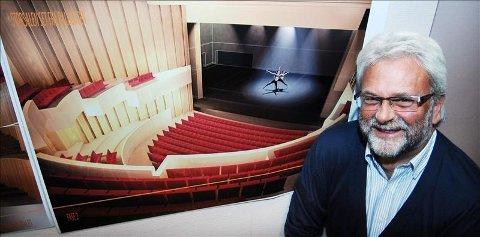 Ordfører Per Kr. Øyen er svært fornøyd med det nye opera- og kulturhuset. Foto: Bjørn Hansen.