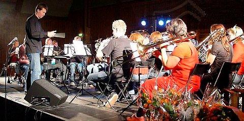 Bamble musikkorps øver til søndagens konsert i Rønholthallen. Konserten er korpsets storsatsing i år.