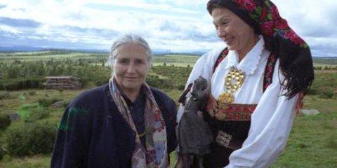 Doris Lessing på Øyerfjellet i 1995, sammen med Åse Kleveland.