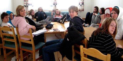 Konfirmantene hadde en kjempefin helg. I rosa genser ungdomsprest Anna Bæckström Hovda.