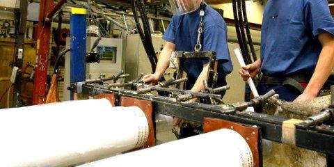 Rørprodusenten Isoterm i Ringebu hadde sitt beste år i historien i fjor. I mai har de måtte bremse produksjonen og permitterer.
