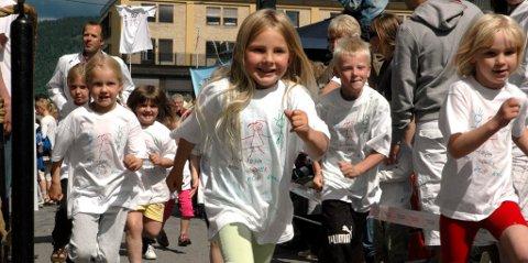 Rundt 50 barn deltok i Ricaløpet. Foto: Inger Stokland