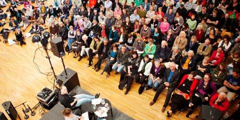 Debatten med Harald Eia var ett av arrangementene som trakk mange under årets Litteraturfestival.