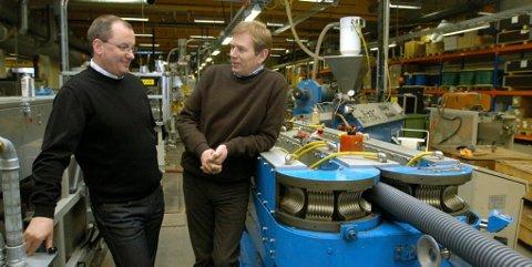 Daglig leder Geir Kåre Kroken og fabrikksjef Nils Christian Steig,ved Isoterm i Ringebu, kan vise til gode tider ved fabrikken på Frya.