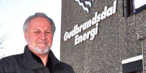 Kraftselskapene kaster bort penger på Tippeligaen i et mislykket forsøk på å skaffe seg goodwill, mener adm. dir. Erik S. Winther i Gudbrandsdalen Energi.