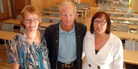Håper på mange. Merethe Størkersen (til venstre), Odd Eidner og Gjertrud Didriksen håper mange finner veien til Kultursalen på Tusenhjemmet kommende søndag. Foto: Vidar Berg