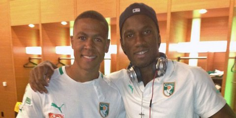 STJERNEMØTE: Den tidligere LSK-spilleren Mathis Bolly (bildet) fikk onsdag spilt sammen med Didier Drogba da landslaget til Elfenbenskysten møtte Mexico. FOTO: PRIVAT