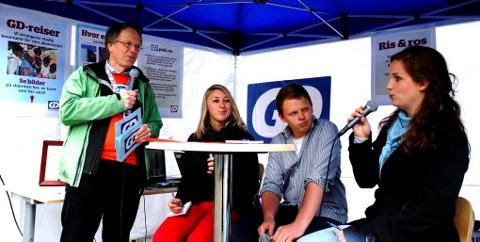 Ivrige unge debattanter. F.v. Politisk redaktør Hallvard Grotli (GD), Mina Finstad Berg (Sosialistisk Ungdom), Pål Helle (AUF) og Christiane Bang (Unge Høyre).