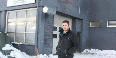 NY BILPLEIER: Justinas Jukonis har åpnet ny bilpleieforretning på Tynset.