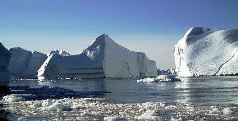 SMELTER: Endringer i isforhold, med mer åpent vann, spiller en stor rolle for temperaturen på jorda og klima. Dette får også konsekvenser for været der du bor.
