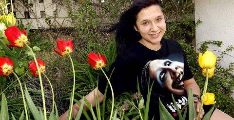 GAVMILD: Nadia Alangeh har gitt 19000 kroner til Leger uten grenser. -  Jeg har alt jeg trenger selv, sier 15-åringen.