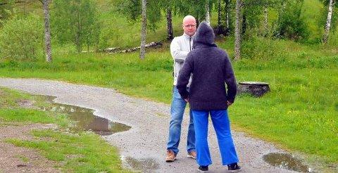 HARDT MILJØ: Miljøterapeut Espen Nordli Eriksen og «Karine» fortel at rusmiljøet er hardt. Dette ber dei kommunale bustadane preg av.