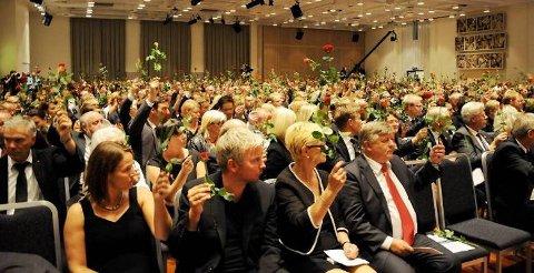 Minnemarkering i Folkets Hus etter tragedien på Utøya. Tillitsvalgte fra AUF og Arbeiderpartiet, ansatte og medlemmer møttes fredag.
