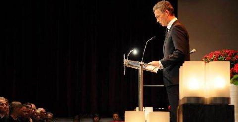 Jens Stoltenberg holdt en gripende tale under minnemarkeringen i Folkets Hus fredag