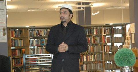 KORANEN:  Failsal Sohail fra Ahmadiyya Muslim Jamaat Norge fortalte om Koranens innhold.