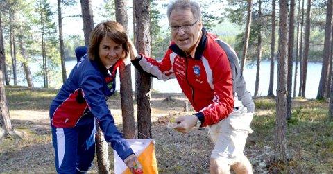 SAMARBEID: Ragnhild Dåsnes fra Os og Petter Gullikstad fra Røros gleder seg til å arrangere Midt Norsk Mesterskap i orientering sammen i slutten av august.Foto: Hilde Porsanger