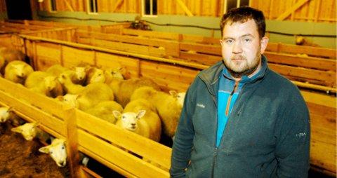 Knut Ivar Finjord oppfordrer interesserte gårdbrukere til å tegne andeler i nye Hålogaland slakteri SA. Andelene er pålydende 10.000 kroner.