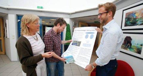 GJESTET TELTEK: Tel-Tek direktør Marit Larsen satte pris på besøket av stortingsrepresentantene Torbjørn Røe Isaksen og Høyres miljøpolitiske talsmann Nikolai Astrup.