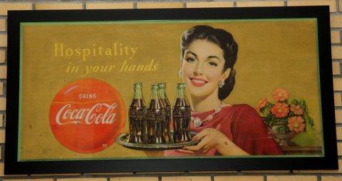 Minner om mor: ? Det er som å se moren min da hun var ung, sier Bendiksen om Cola-reklamen fra 1950.