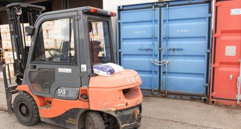 Tyven(e) stjal gjødselet fra denne containeren ved Felleskjøpet i Kristiansund. Foto: Bjørn A. Hansen