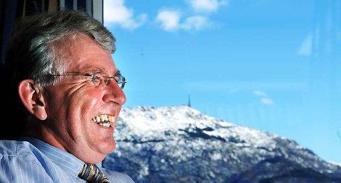 - Vi er inne i et stim der alle vennene mine fyller 50. Det er samme gjengen i alle selskapene, sier advokat Dag Steinfeld. Han feiret sølvbryllup i år, og nå står 50-årsdagen for tur.