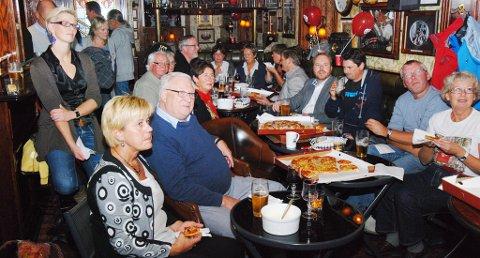 Rolig og fattet stemning på Peterhead pub der Rødt og Arbeiderpartiet var samlet til valgvake