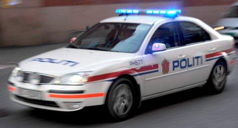 En mann i 30-årene skjøt blink på trafikkskilt i Skien sent søndag kveld. Politiet vil etterforske saken.