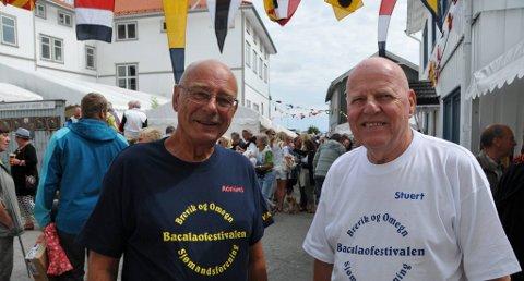 FOLKELIV I BREVIK: Bacalao-admiral Kai Th. Lunde og sjefstuert Anders Hyvik kunne se seg fornøyde både med besøket og været lørdag.